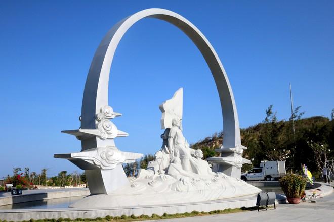 Dâng hương tưởng niệm 64 chiến sĩ anh dũng hy sinh tại Gạc Ma - Ảnh 5.