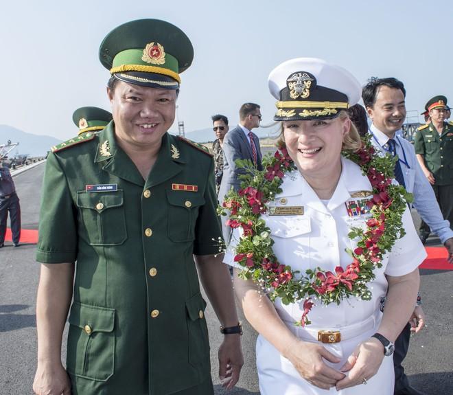 Bông hồng thép - Chỉ huy tuần dương hạm Mỹ ở Đà Nẵng mà Nga đánh giá mạnh nhất TG là ai? - Ảnh 2.