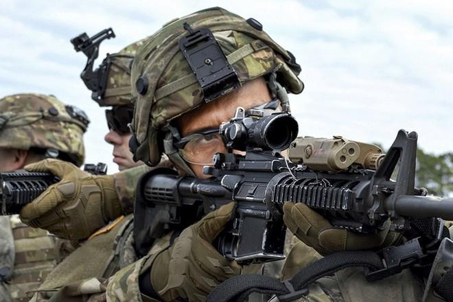 Ảnh: Lính Mỹ huấn luyện sử dụng đa dạng nhiều loại súng - ảnh 1