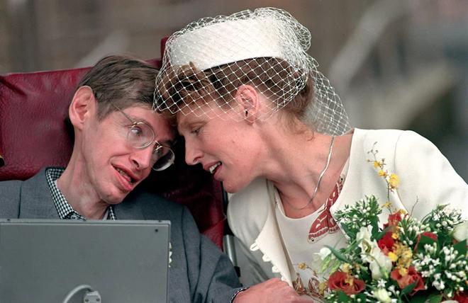 Chuyện tình hợp - tan, tan - hợp đầy cảm động của nhà vật lý thiên tài Stephen Hawking - Ảnh 6.