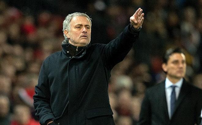 """Giữa cơn hoảng loạn của Quỷ đỏ, Mourinho vẫn tỉnh táo ngăn """"đòn đánh lén"""" từ Real Madrid"""
