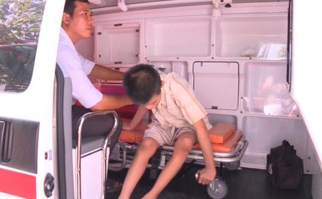 Nghi vấn bé trai khuyết tật bị mẹ ruột ngược đãi