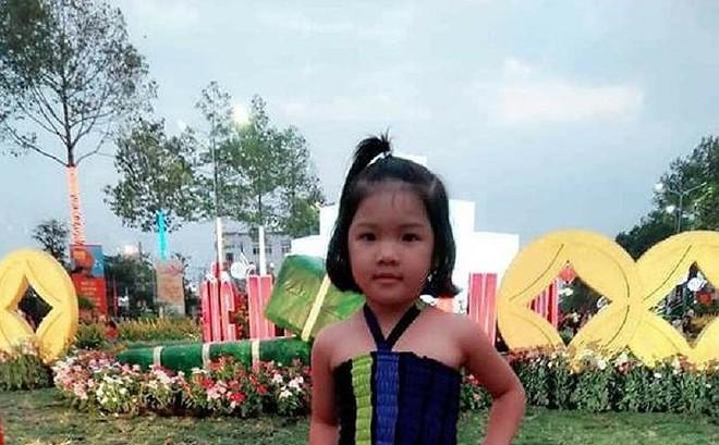 Đi thăm mộ ông, bé gái 4 tuổi mất tích