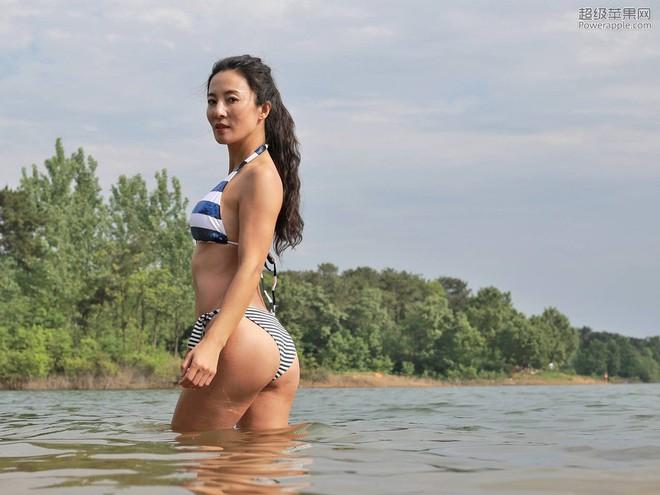 Người mẫu 50 tuổi mặc bikini khoe thân hình gợi cảm giữa thời tiết lạnh - 40 độ C - Ảnh 10.