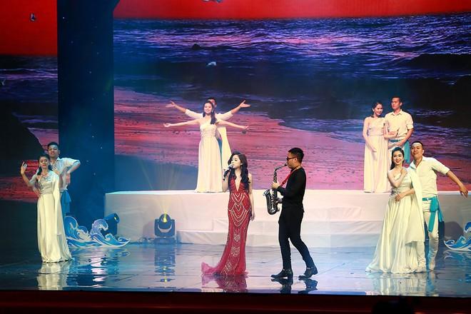 Mai Diệu Ly lo lắng khi hát hit của Mỹ Linh - Ảnh 6.