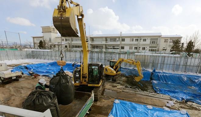 Lao động Việt Nam chỉ được trả hơn 400.000 đồng/ngày để dọn dẹp khu nhiễm xạ Nhật Bản - Ảnh 1.