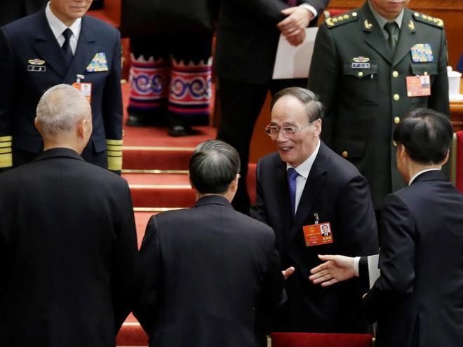 Đại biểu Trung Quốc rơi lệ khi ông Tập Cận Bình tuyên thệ nhậm chức Chủ tịch nước - Ảnh 10.
