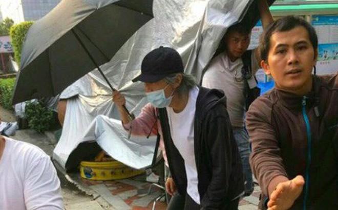 Hình ảnh mới nhất của Châu Tinh Trì ở tuổi 55 khiến khán giả lo lắng, xót xa