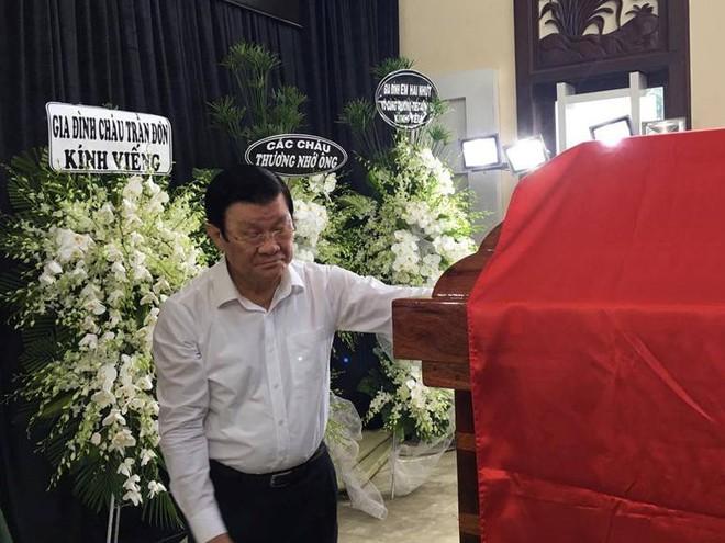 Người dân vượt đường xa đến viếng nguyên Thủ tướng Phan Văn Khải trong đêm - Ảnh 12.