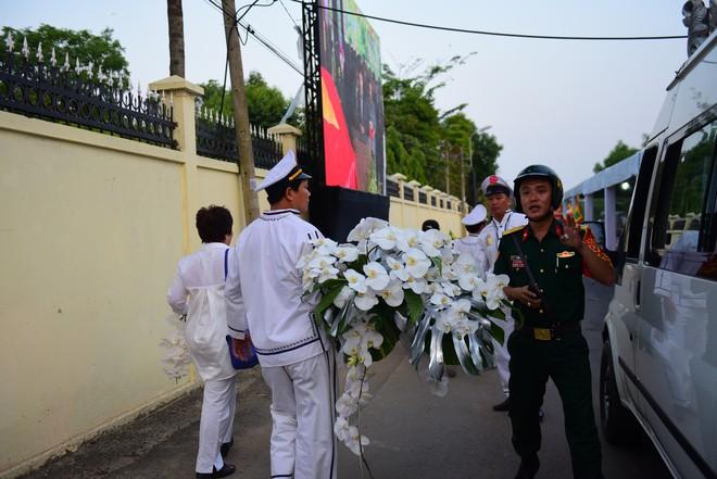Di quan linh cữu nguyên Thủ tướng Phan Văn Khải về Hội trường Thống Nhất - Ảnh 12.