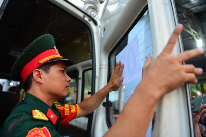 Di quan linh cữu nguyên Thủ tướng Phan Văn Khải về Hội trường Thống Nhất - Ảnh 13.