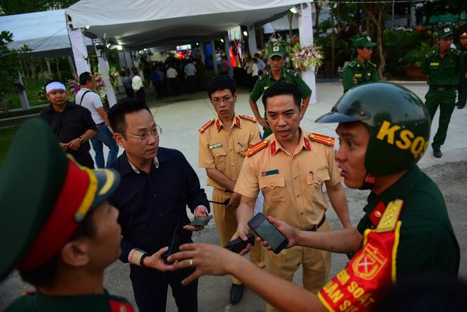 Di quan linh cữu nguyên Thủ tướng Phan Văn Khải về Hội trường Thống Nhất - Ảnh 15.