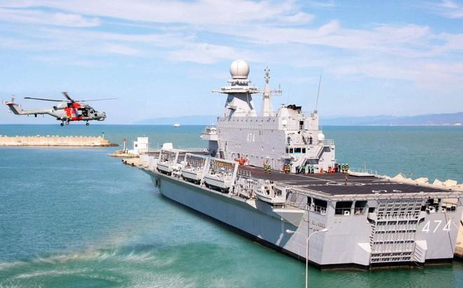 """Hết khoe máy bay chiến đấu, tên lửa khủng, Qatar gây bất ngờ với chiến hạm """"xịn hết cỡ"""""""
