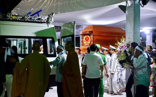 Di quan linh cữu nguyên Thủ tướng Phan Văn Khải về Hội trường Thống Nhất
