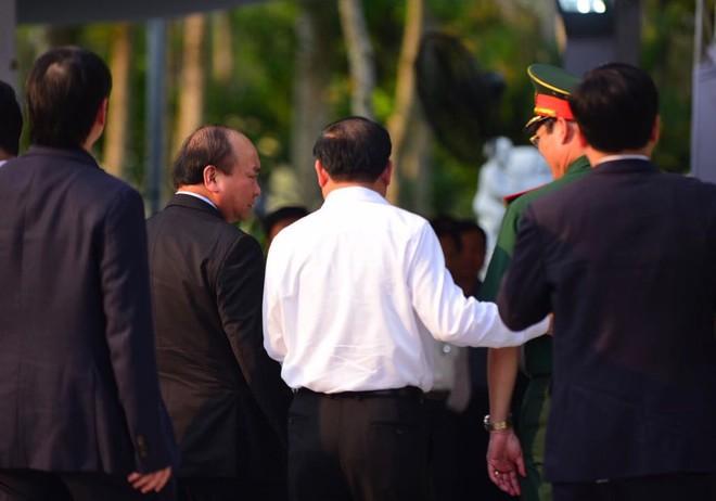 Thủ tướng Nguyễn Xuân Phúc đến nhà riêng nguyên Thủ tướng Phan Văn Khải - Ảnh 1.