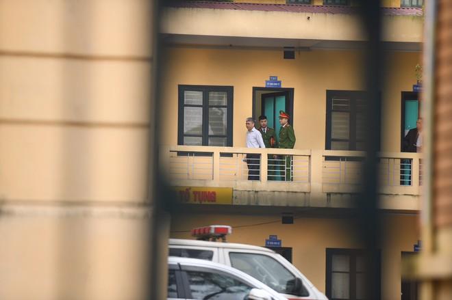 Xử vụ PVN thất thoát 800 tỷ đồng: Cách ly ông Đinh La Thăng để xét hỏi các bị cáo - Ảnh 9.