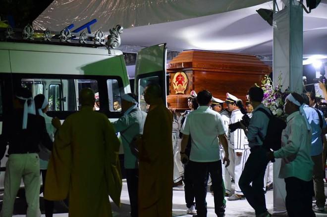 Di quan linh cữu nguyên Thủ tướng Phan Văn Khải về Hội trường Thống Nhất - Ảnh 3.