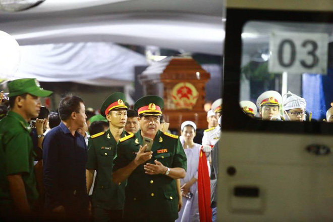 Di quan linh cữu nguyên Thủ tướng Phan Văn Khải về Hội trường Thống Nhất - Ảnh 4.