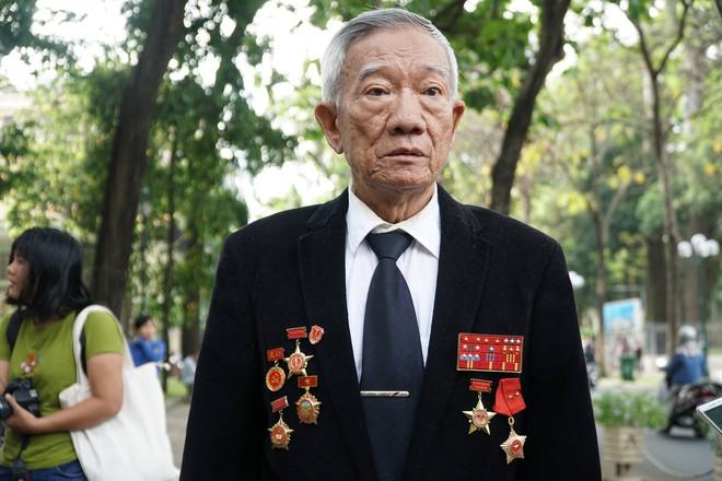 Anh hùng lực lượng vũ trang nhân dân Nguyễn Quốc Sinh đến lễ tang thủ tướng Phan Văn Khải.
