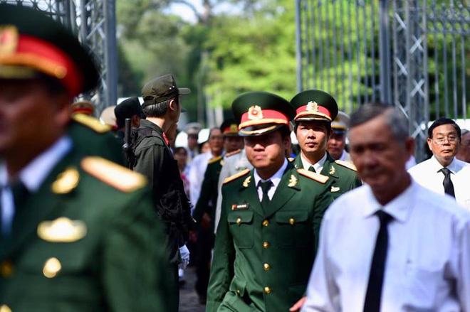 Hàng nghìn người đang đi vào viếng nguyên thủ tướng Phan Văn Khải.