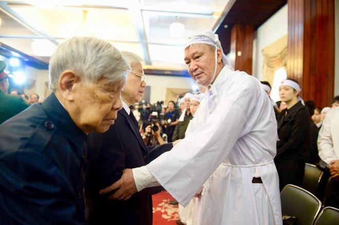 Hàng nghìn người dân Sài Gòn xếp hàng viếng cố Thủ tướng Phan Văn Khải lần cuối - Ảnh 1.