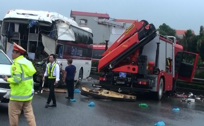 [Hành động dũng cảm] Tài xế ô tô khách đâm xe chữa cháy: Đánh lái né tránh có thể gây tai nạn liên hoàn thảm khốc.,