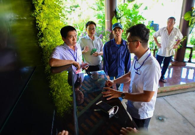 Cận cảnh nơi yên nghỉ của cố Thủ tướng Phan Văn Khải bên cạnh mộ phần người vợ - Ảnh 2.