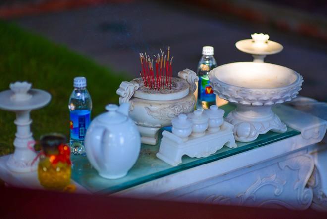 Cận cảnh nơi yên nghỉ của cố Thủ tướng Phan Văn Khải bên cạnh mộ phần người vợ - Ảnh 7.