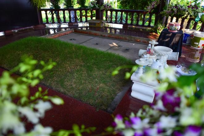 Cận cảnh nơi yên nghỉ của cố Thủ tướng Phan Văn Khải bên cạnh mộ phần người vợ - Ảnh 4.