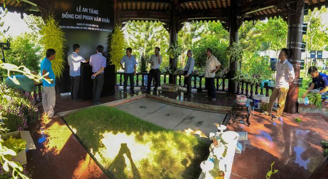 Cận cảnh nơi yên nghỉ của cố Thủ tướng Phan Văn Khải bên cạnh mộ phần người vợ - Ảnh 8.