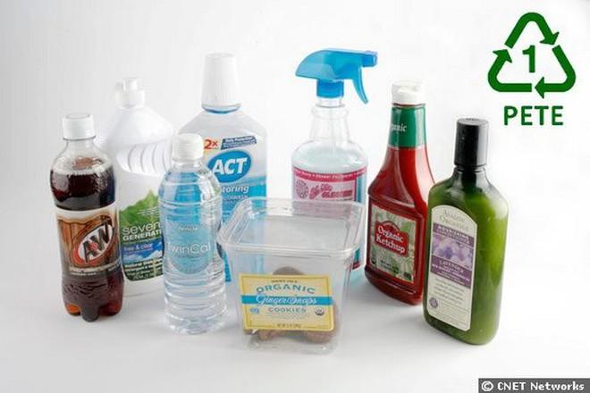 Giải mã ý nghĩa của ký hiệu tái chế và những con số dưới đáy chai nhựa - Ảnh 1.