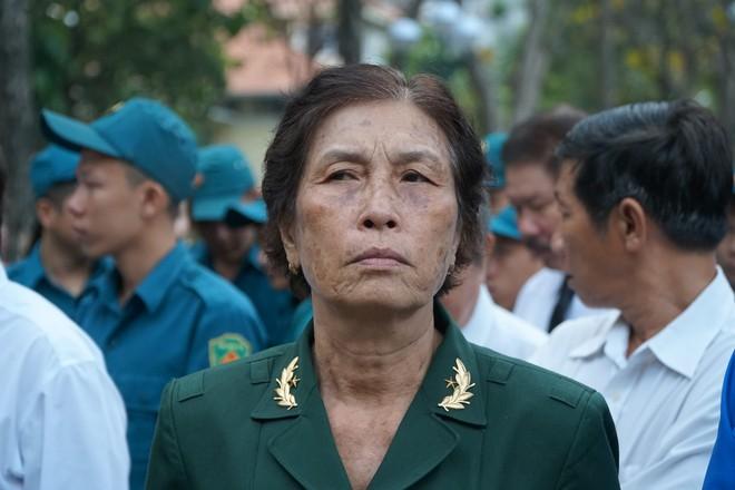 Hàng nghìn người dân Sài Gòn xếp hàng viếng cố Thủ tướng Phan Văn Khải lần cuối - Ảnh 2.
