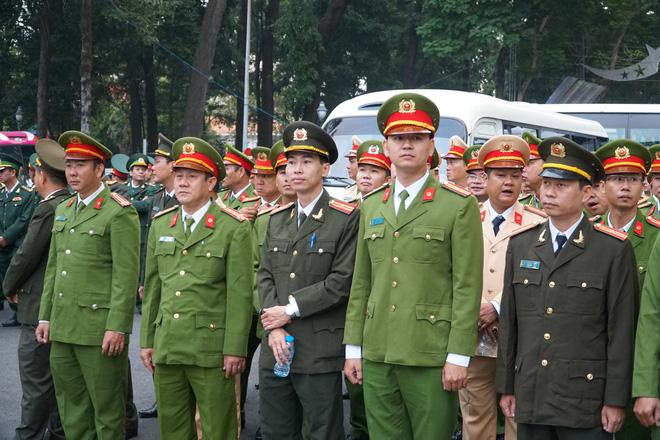 Hàng nghìn người dân Sài Gòn xếp hàng viếng cố Thủ tướng Phan Văn Khải lần cuối - Ảnh 5.