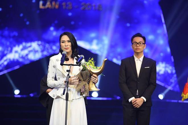 Soi ca sĩ Việt hát live: Mỹ Tâm hát lỗi tại giải Cống hiến - Ảnh 1.