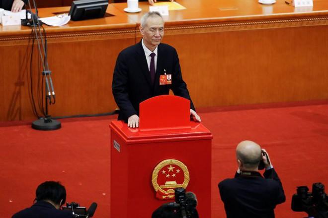 Vừa nhậm chức, cố vấn xuất thân từ Harvard của ông Tập Cận Bình đã ngụp lặn với nợ nần - Ảnh 1.