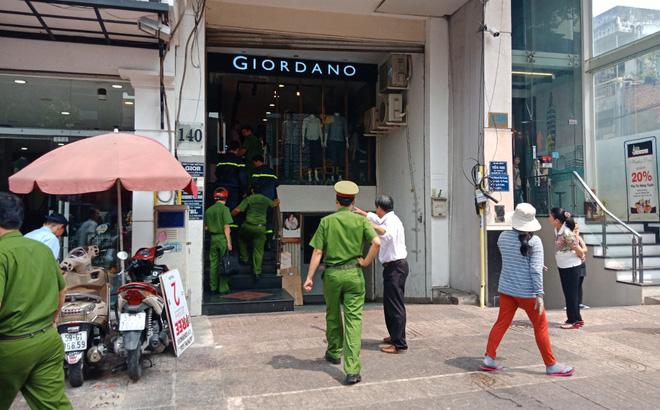 Nam thanh niên bị thang máy kẹp cổ nguy kịch ở Sài Gòn