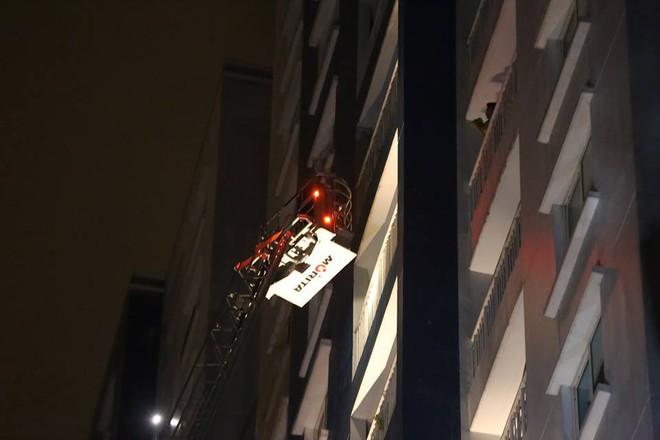 Hiện trường vụ cháy chung cư cao cấp khiến 13 người tử vong, 14 bị thương ở Sài Gòn - Ảnh 3.