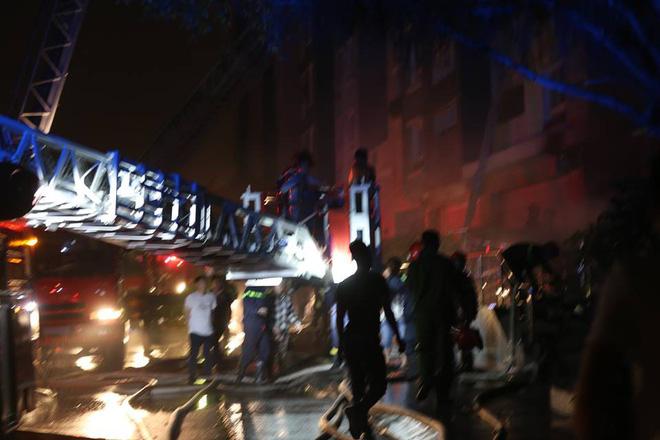 Hiện trường vụ cháy chung cư cao cấp khiến 13 người tử vong, 14 bị thương ở Sài Gòn - Ảnh 6.