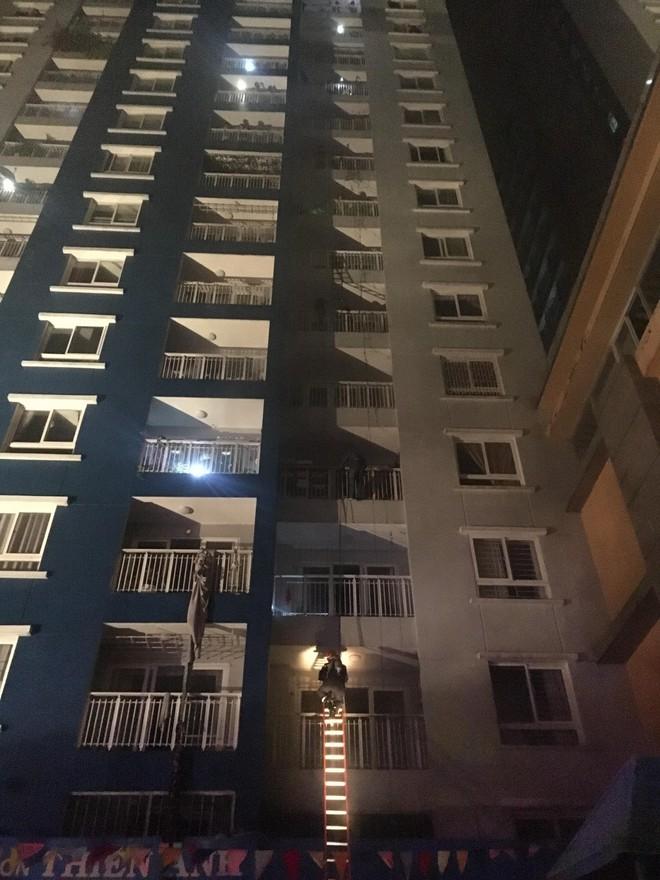 Cháy chung cư cao cấp ở Sài Gòn vào giữa đêm, ít nhất 13 người thiệt mạng - Ảnh 1.
