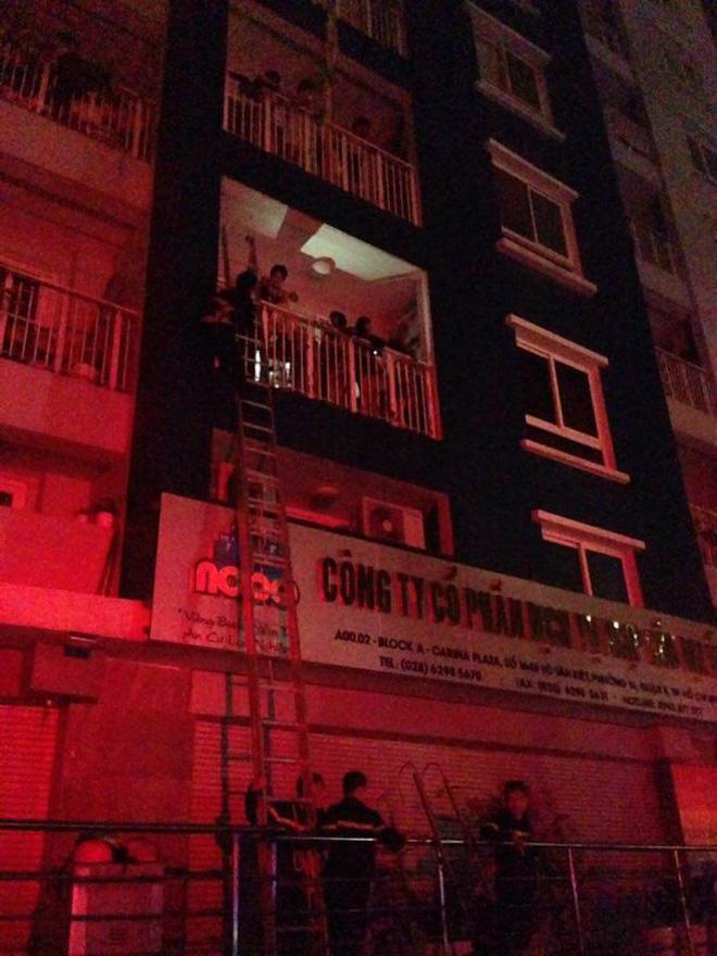 Hiện trường vụ cháy chung cư cao cấp khiến 13 người tử vong, 14 bị thương ở Sài Gòn - Ảnh 8.