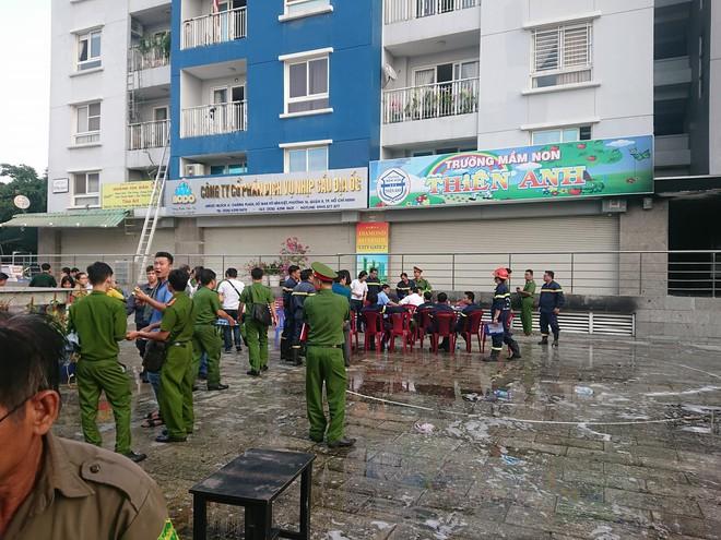 Hiện trường vụ cháy chung cư cao cấp khiến 13 người tử vong, 14 bị thương ở Sài Gòn - Ảnh 11.