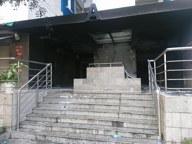Hiện trường vụ cháy chung cư cao cấp khiến 13 người tử vong, 14 bị thương ở Sài Gòn - Ảnh 13.