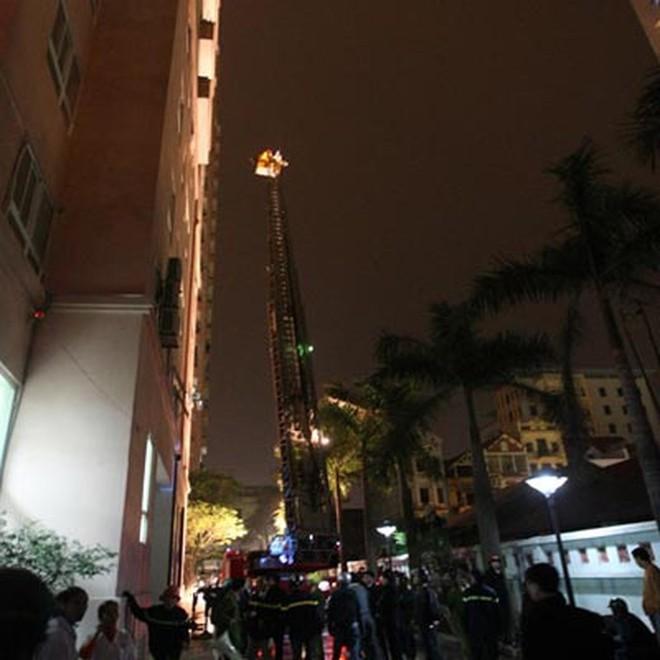 Những vụ cháy tòa nhà cao tầng kinh hoàng gây thiệt hại nặng nề về người và tài sản - Ảnh 8.