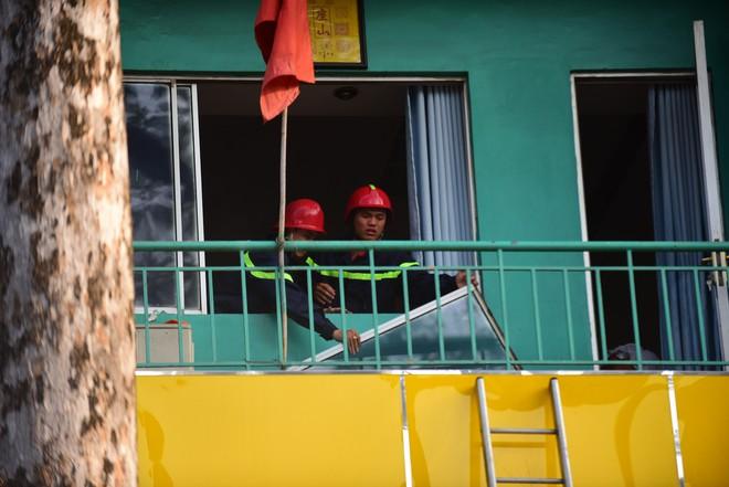 Cháy khách sạn ở Sài Gòn: Giải cứu khẩn cấp 11 khách nước ngoài và 8 người Việt Nam - Ảnh 6.