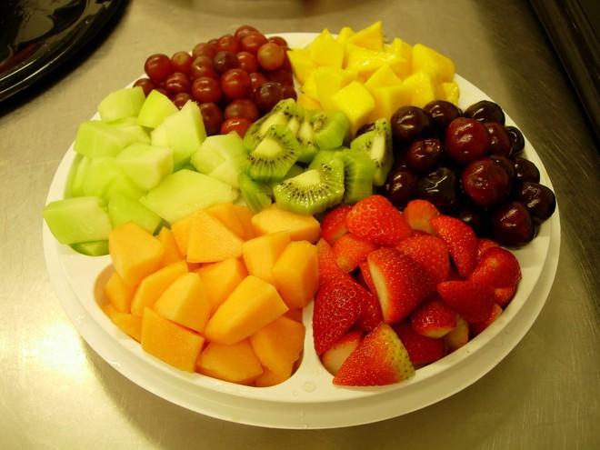 Ăn sáng: 1 bát bún, 1 gói xôi, 1 gói ngũ cốc hoặc chỉ ăn hoa quả - Đúng hay sai? - Ảnh 3.