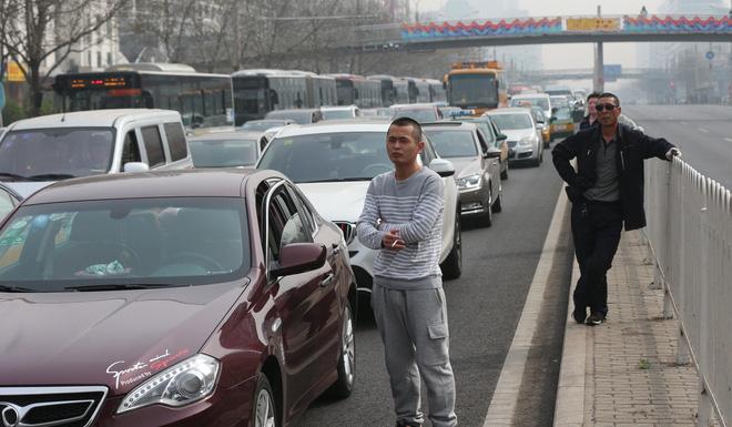 Đoàn xe nghi chở ông Kim Jong Un qua Thiên An Môn, dân Bắc Kinh vẫn chưa hiểu chuyện gì - Ảnh 2.