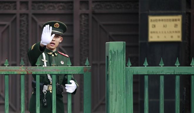 Đoàn xe nghi chở ông Kim Jong Un qua Thiên An Môn, dân Bắc Kinh vẫn chưa hiểu chuyện gì - Ảnh 1.