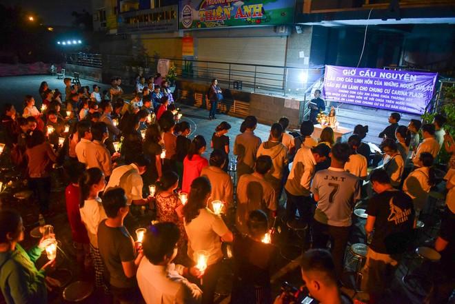 Nước mắt và hoa hồng cho 13 nạn nhân tử nạn sau vụ cháy chung cư Carina - Ảnh 5.