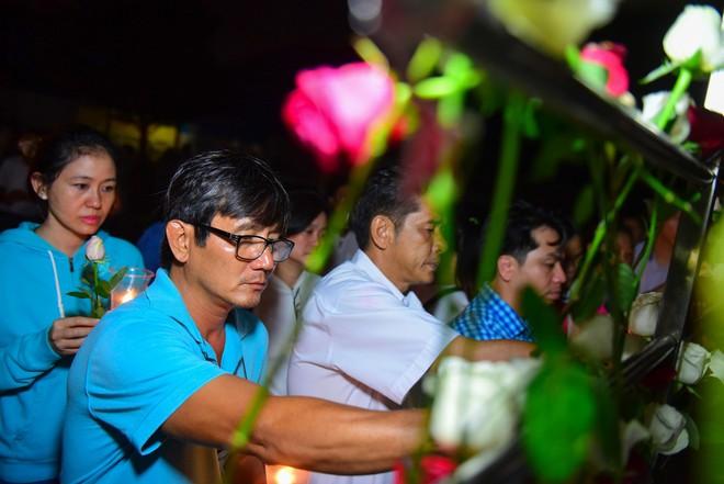 Nước mắt và hoa hồng cho 13 nạn nhân tử nạn sau vụ cháy chung cư Carina - Ảnh 11.