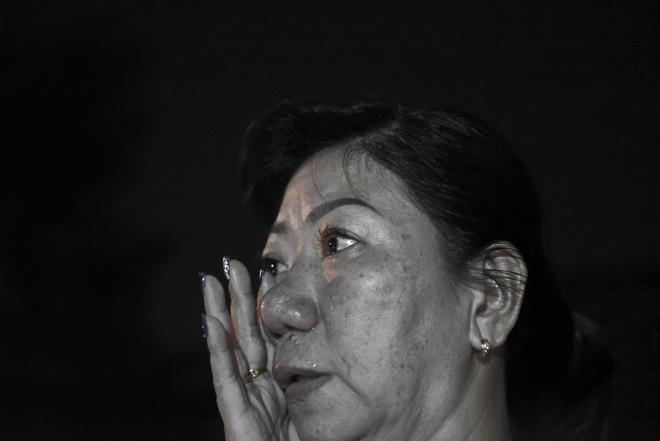 Nước mắt và hoa hồng cho 13 nạn nhân tử nạn sau vụ cháy chung cư Carina - Ảnh 13.